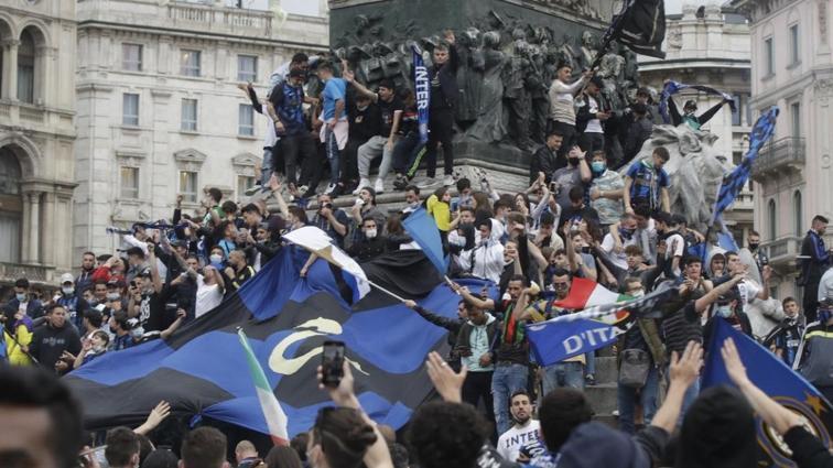 Inter'in şampiyonluk kutlamaları tartışma konusu oldu