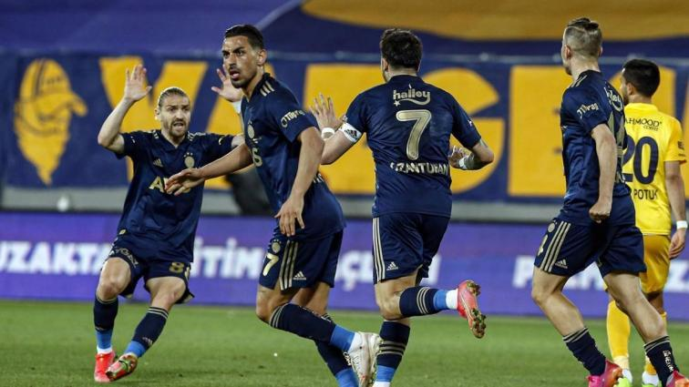 Fenerbahçe deplasmanda MKE Ankaragücü'nü 90+6'da attığı golle 2-1 mağlup etti