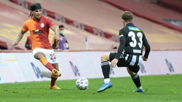 Galatasaraylı Yedlin performansıyla alkış aldı