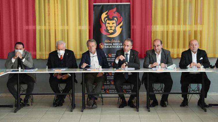 Galatasaray Kulübü Başkan Adayı Metin Öztürk, ekibiyle bir araya geldi