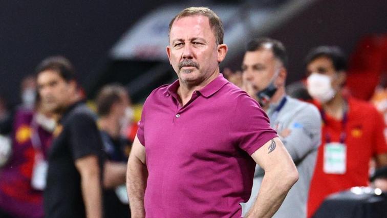 """Sergen Yalçın, Beşiktaş'la sözleşme uzatacak mı"""" 'Salıya kadar buradayız'"""