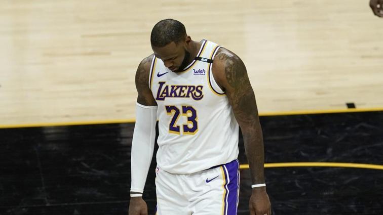 Son şampiyon Los Angeles Lakers, seriye yenilgiyle başladı
