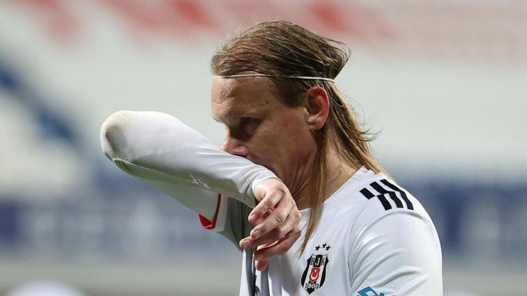 Beşiktaş yönetimi, Domagoj Vida ile maaş indirimi için masaya oturuyor