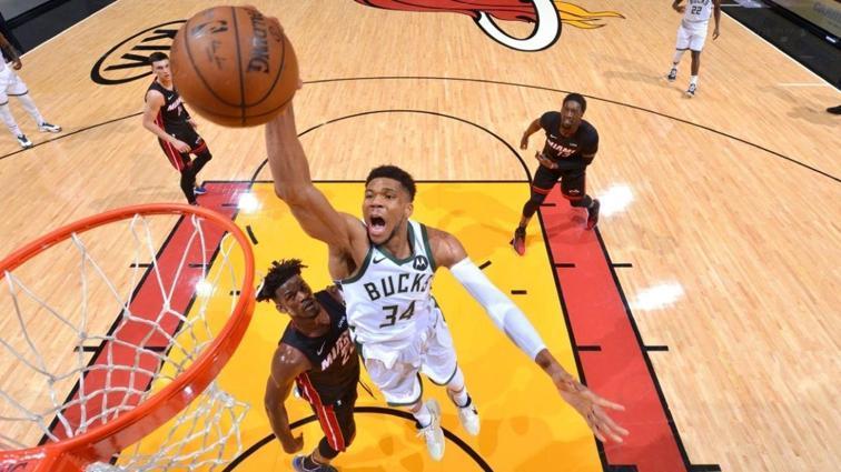 NBA play-off'larında tur biletini kapan ilk takım Milwaukee Bucks oldu