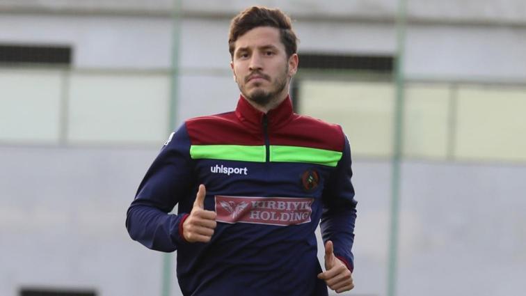 Salih Uçan, Galatasaray ve Trabzonspor'un teklifine rağmen Beşiktaş'ı tercih etti