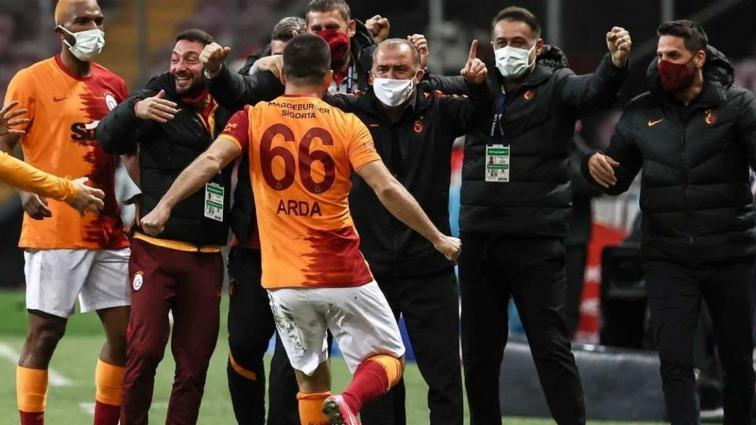 Mustafa Denizli Arda Turan ve Donk'u takımda istiyor