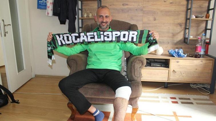 Tribünden atlayan taraftar: Kocaelispor'u canımı verecek derecede seviyorum