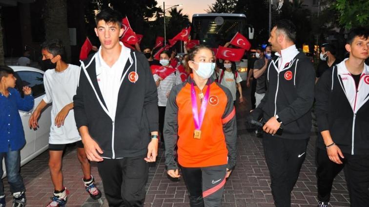 Ayşe Begüm Onbaşı'ya memleketi Manisa'da coşkulu karşılama