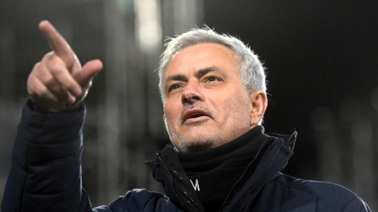 Galatasaray Milli yıldız için Mourinho'yu bekliyor