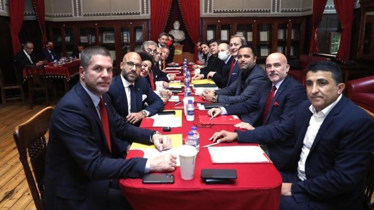 Galatasaray'da yeni yönetim Galatasaray Lisesi'nde toplandı