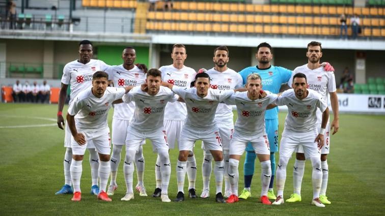 Sivasspor deplasmandan avantajlı dönüyor